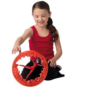 Jugar con la rueda giratoria de Ladybug